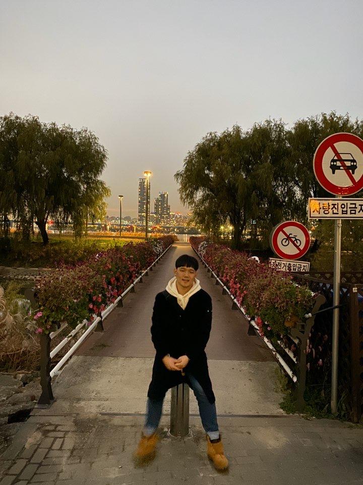 Jingyu Yang